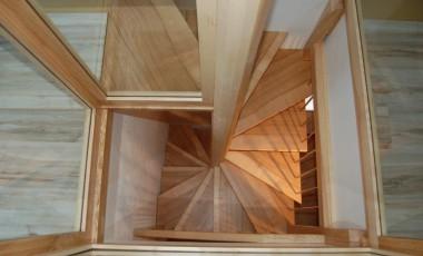 escalier hélicoïdal, frêne, garde-corps vitre