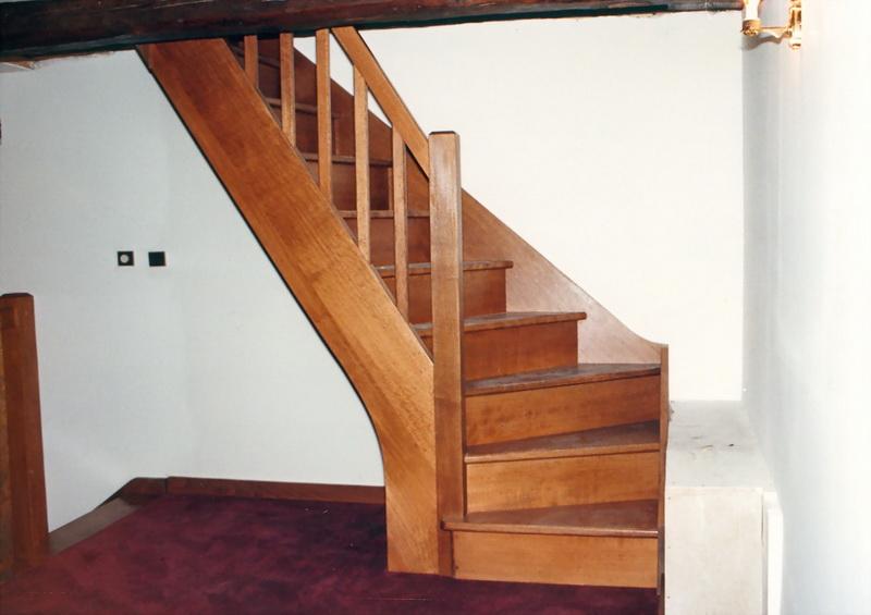 vernis escalier hetre id e inspirante pour la conception de la maison. Black Bedroom Furniture Sets. Home Design Ideas