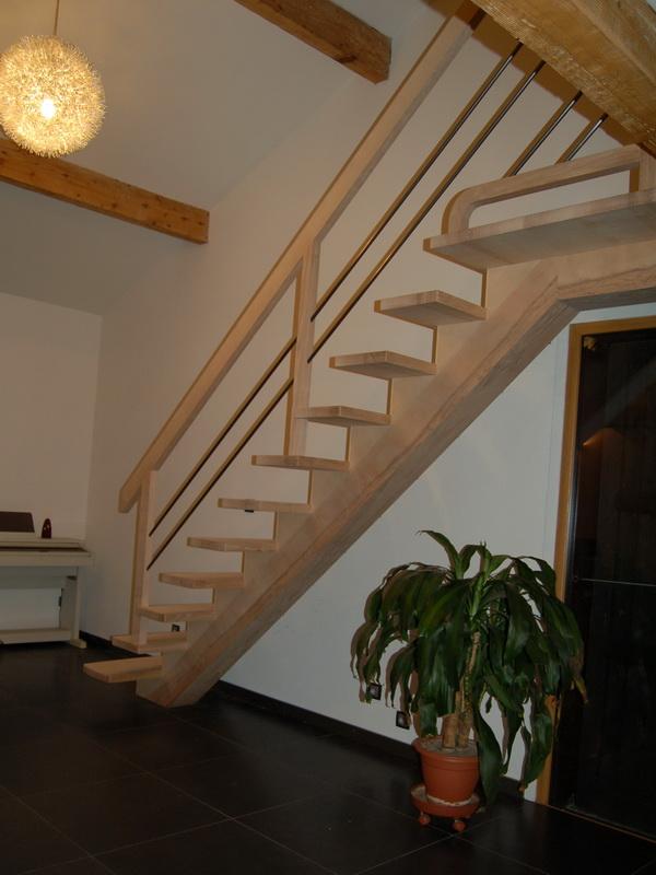 D cc escaliers droits cr maill re centrale jac samson for Escalier demi tour avec palier