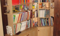 bibliothèque d'angle pleine
