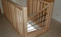 lisses métal en rampant balustres bois à l'étage