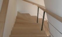 habillage hêtre escalier balancé béton